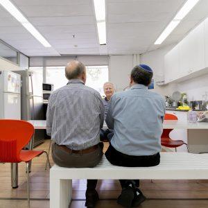 יום במשרד – הצלמת שרון הורוביץ מצלמת אותנו